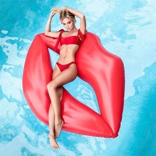 Bouée gonflable lèvre rouge plage et piscine