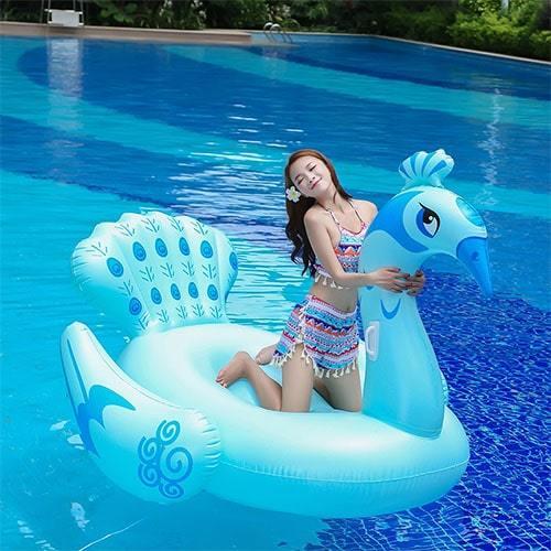 Bouée gonflable paon bleu avec femme